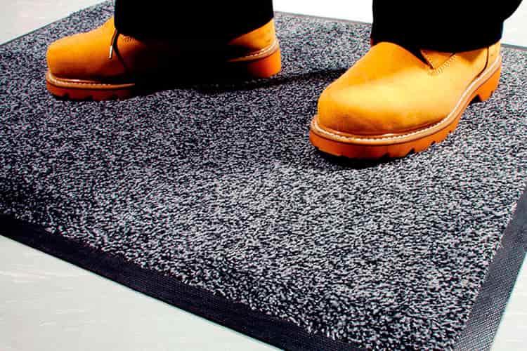 Чем хорош прокат грязезащитных ковров
