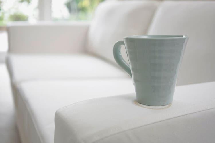 Как удалить пятно от кофе с дивана