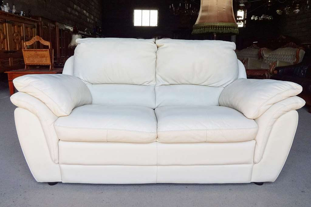 Уход за белым кожаным диваном