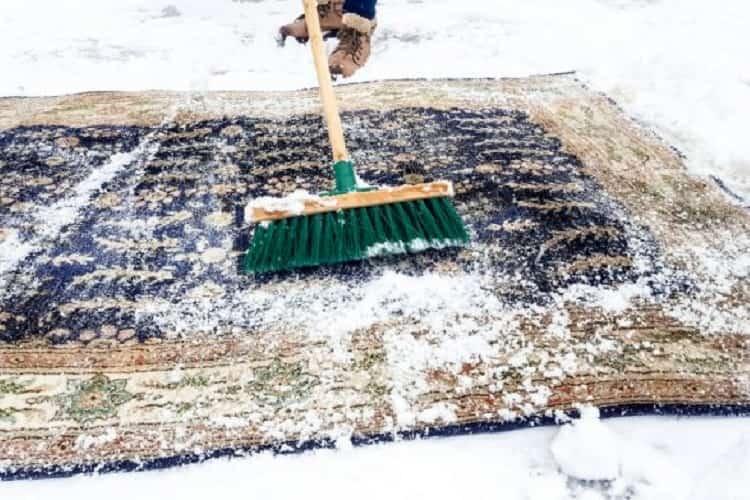 Как выбить ковер на снегу