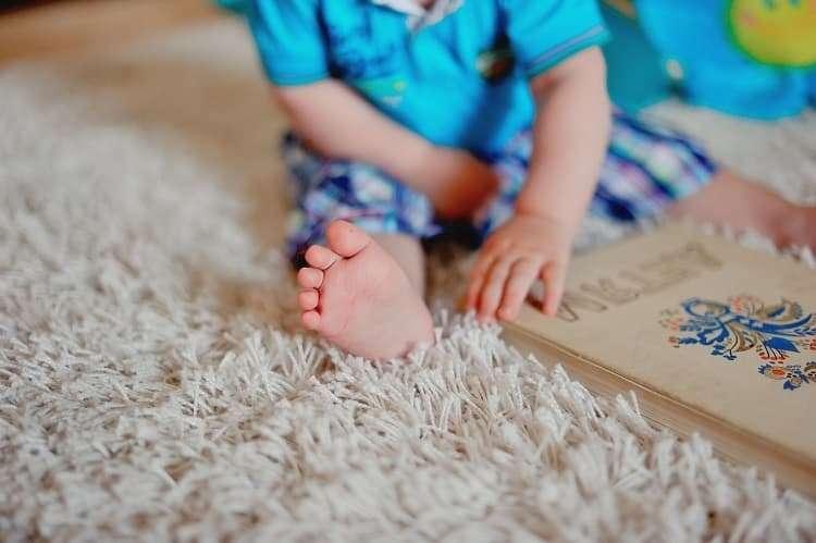 Как избавиться от запаха детской мочи на ковре в домашних условиях