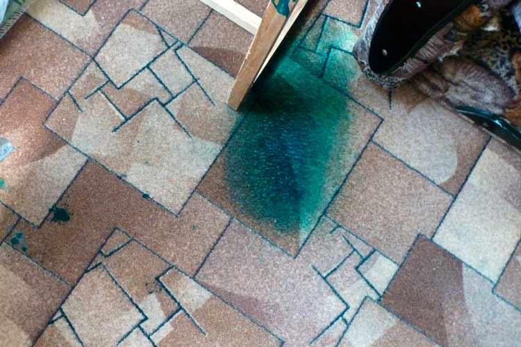 Как почистить ковролин от зелёнки