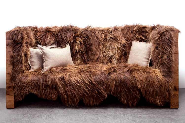 Почистить диван из шерсти