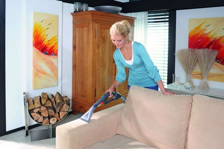 Как почистить диван от запаха
