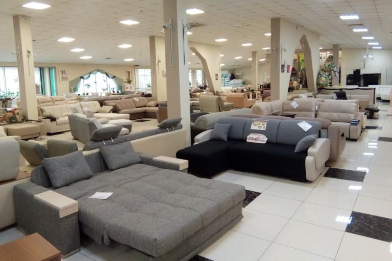 мебель в магазине